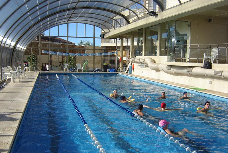 Piscina cubierta climatizada aquazul apart hotel spa for Alberca semiolimpica